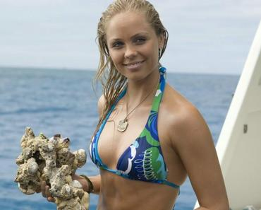 Laura Vandervoort sexy dans Into The Blue 2
