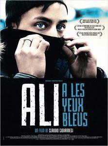 Ali a les yeux bleux