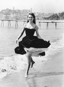 Brigitte Bardot sur la Croisette (1956)