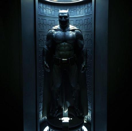 batman-v-superman-costume-batman-batcave-image-580x579